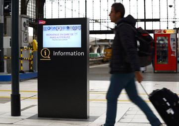borne d'information tactile gare Paris Austerlitz