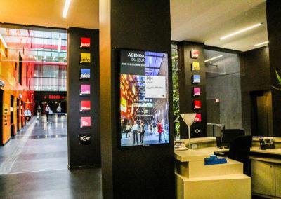 Afficheur 55'' Slim COTEP - gamme indoor (Maison de la Radio, Paris)