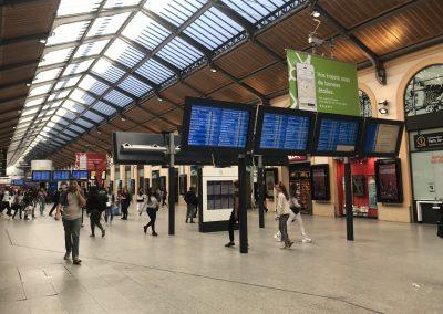 Afficheur TFT 70'' COTEP - gamme outdoor (Gare SNCF, Paris Montparnasse)