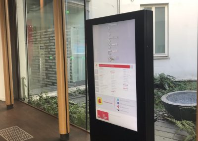Borne interactive 55'' COTEP - gamme indoor (EM Lyon Business School, Campus Paris)