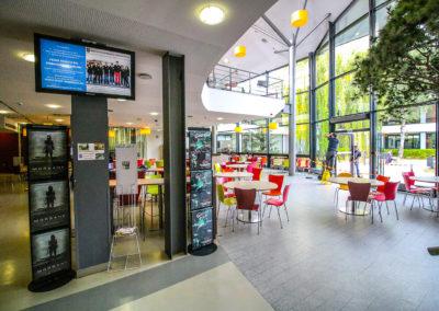 Afficheur IC 42'' COTEP - gamme indoor (ESSEC Business School, Campus Cergy)