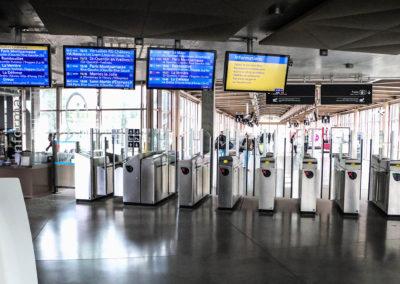 Afficheur IC 46'' COTEP - gamme indoor (Gare SNCF Versailles Chantiers)