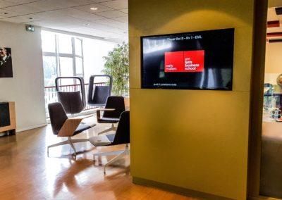 écran affichage dynamique salle de détente EM Lyon