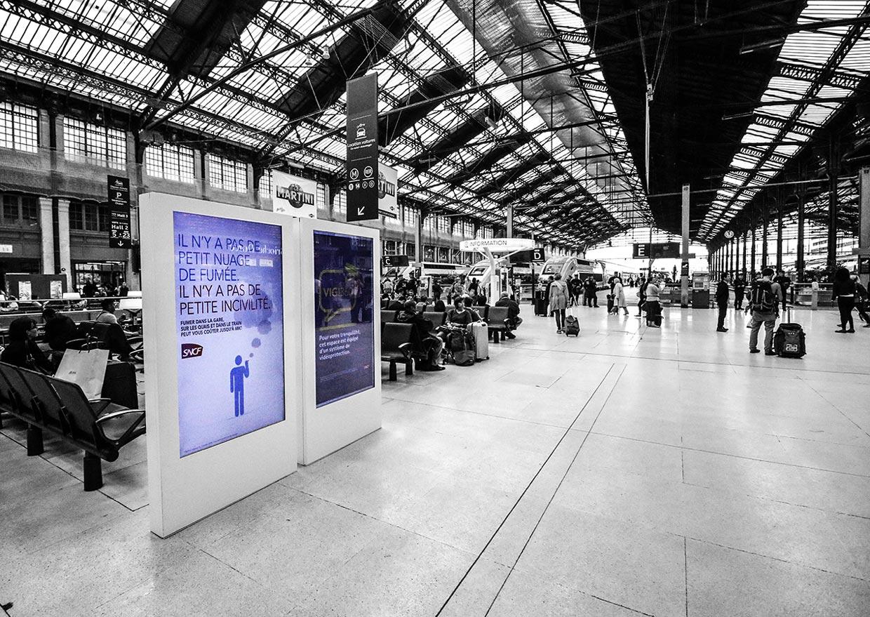 Borne dynamique 70'' COTEP - gamme indoor (Gare de Lyon SNCF, Paris)
